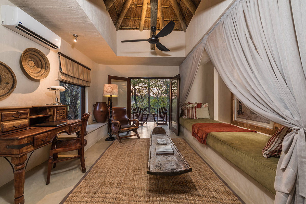 Bush-Lodge-Luxury-Suite-Lounge-1200px